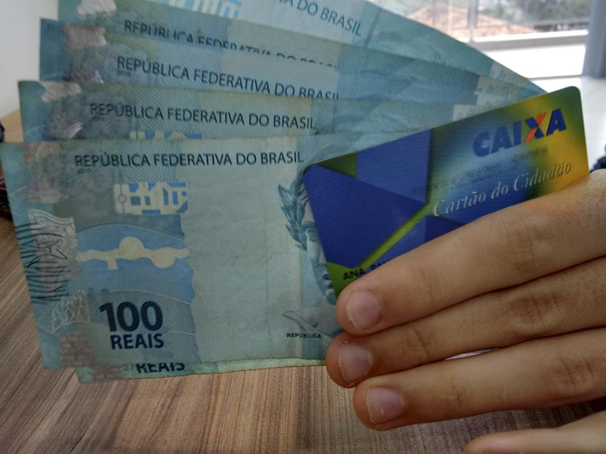 PIS - Nascidos em Novembro Já Recebem o Abono Salarial